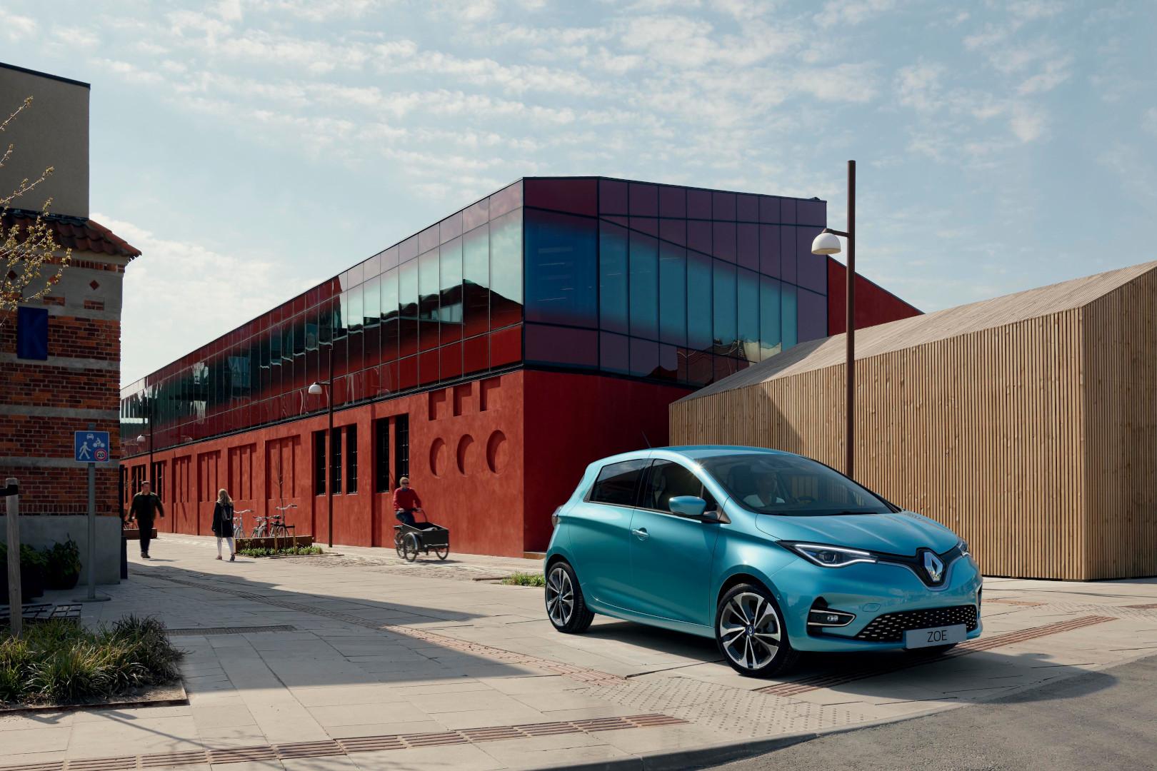 """La storia di """"Renault Zoe"""", la citycar francese più venduta in Europa negli ultimi dieci anni, che si rinnova con più potenza ed autonomia"""